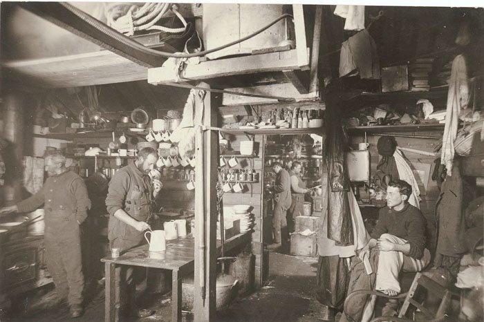На экспедиционной кухне Дуглас Моусон, австралия, антарктида, изучение Антарктики, научная экспедиция, полярные исследователи, поход во льдах, фотосвидетельства