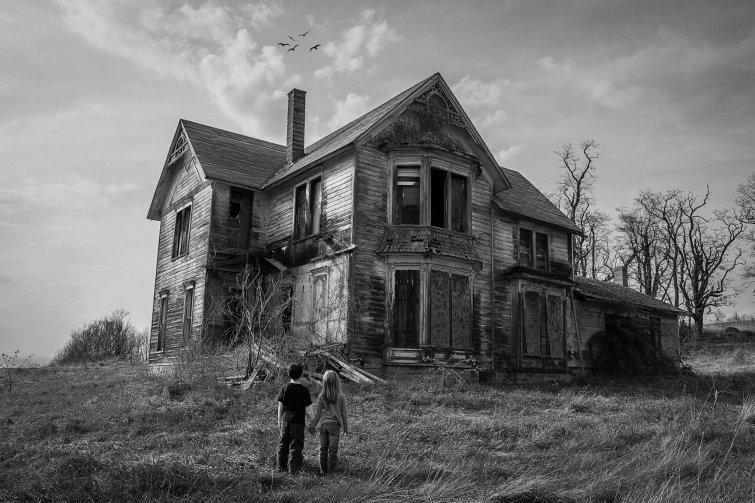 Идут в первый попавшийся заброшенный дом кино, люди, убийство, ужасы, факты, фильм