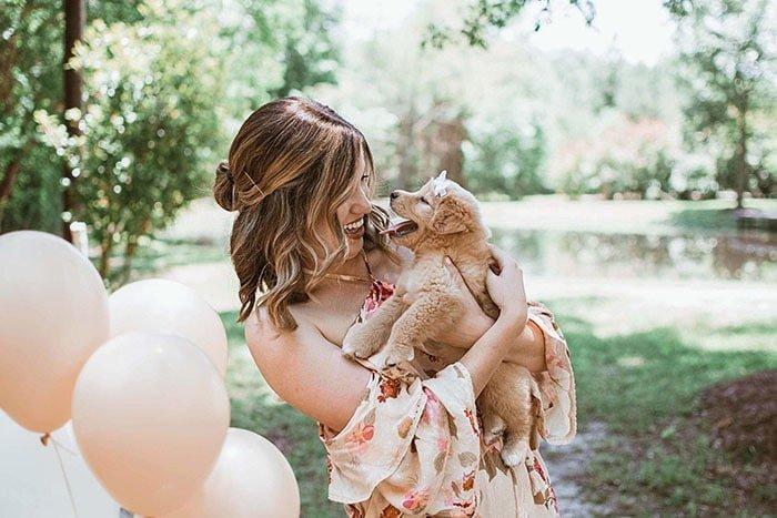 «Я в шутку предложила Джой сделать фотосессию, где она представит миру своего щенка в стиле будущих мам, и она сразу согласилась», — говорит та самая подруга-фотограф истории, люди, милота, сюрприз