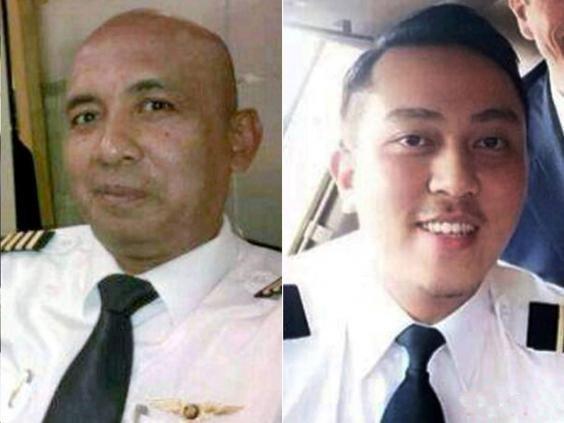 На снимке: пилоты рокового рейса 53-летний Захари Амад Шах (слева) и Фарих Абдул ynews, боинг, исчезновение, катастрофа, малайзия, пилот, самолет, тайна, трагедия
