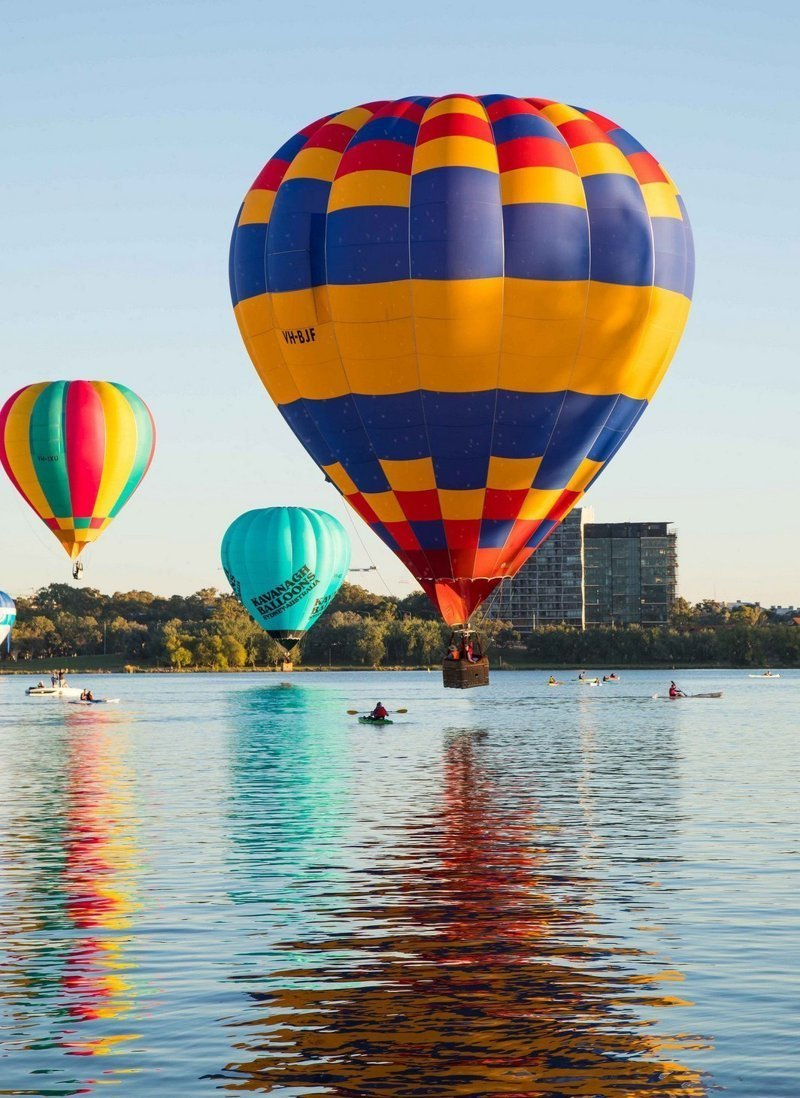 Воздушные шары летят над городом воздушный шар, город, эстетика