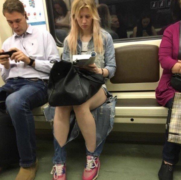 Джинсовая мода, ты опять сошла с ума? Прекрати! девушки, джинсы, мода, одежда, прикол, рваные, юмор