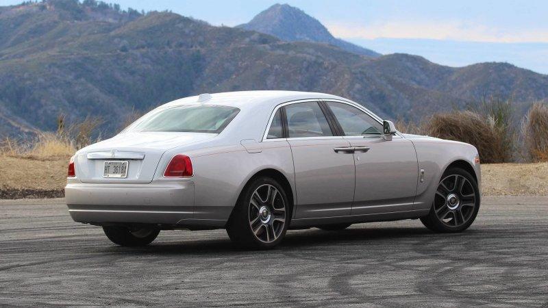 Внешность Rolls-Royce переделали под правительственный ЗИЛ rolls-royce, rolls-royce ghost, ЗИЛ-41047, авто, автомобили, зил, кортеж, тюнинг