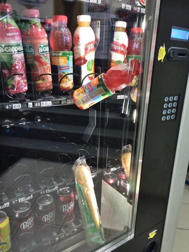"""""""После того, как застрял сэндвич, купил бутылку сока, чтобы подтолкнуть его... Чёрт побери"""" забавно, не повезло, неудачи, плохой день, подборка, провал, фейлы, фото"""