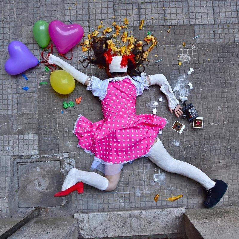 В своём проекте Джордано совмещает комический и трагический взгляд на человека и его проблемы в современном обществе жертвы падения, сандро джордано, фотография, фотопроект