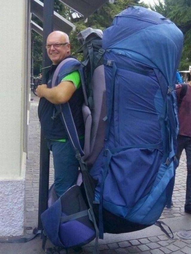 Вместительный рюкзак день, животные, кадр, люди, мир, снимок, фото, фотоподборка