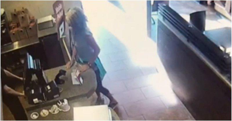 Посетительница кафе выразила свое возмущение самым мерзким образом в мире, видео, жесты, кафе, клиент, клиентка, реакция