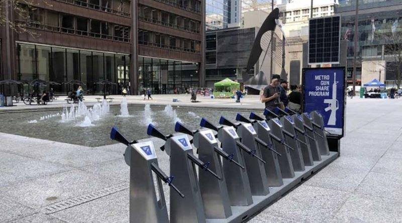 В Чикаго соорудили необычную конструкцию в виде пункта проката оружия в мире, конструкция, люди, на прокат, оружия, чикаго