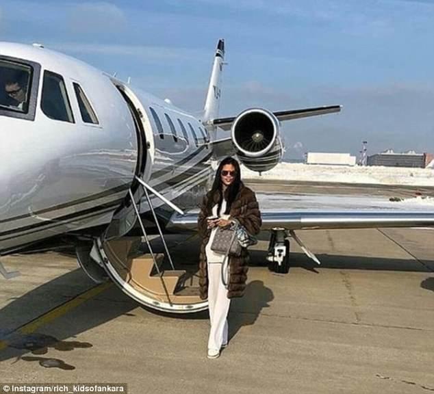 В норковой шубе на фоне частного самолета - вот она, роскошная жизнь по-турецки rich kids, Анкара, богатые дети, богатые детишки, инстаграмм, мажоры, образ_жизни, турция