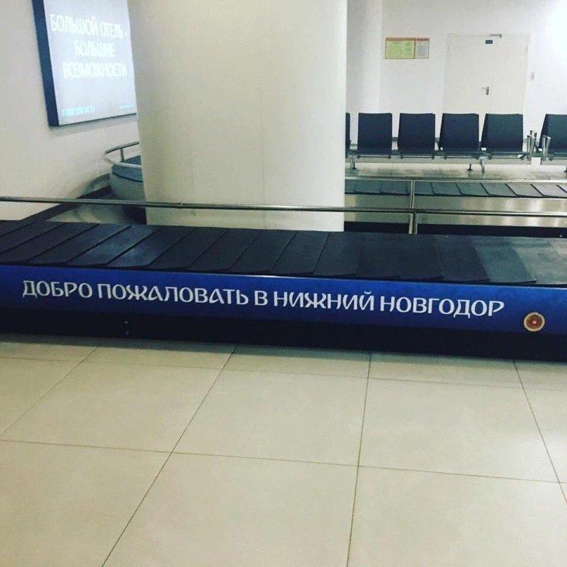 Российские строители хотели успеть встретить иностранных гостей во всеоружии. Естественно, без косяков не обошлось. Хорошо, что не все волонтеры знают русский язык Нижний Новгрод, москва, прикол, россия, спорт, футбол, чм-2018, юмор
