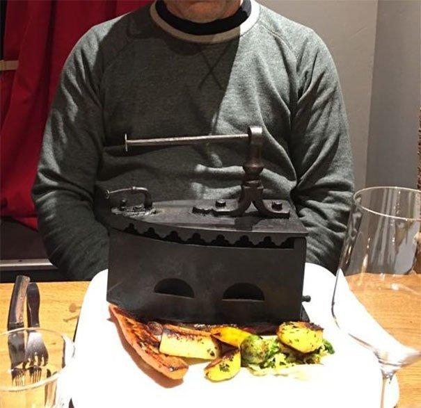 35. Стейк под утюгом блюдо, еда, идея, оригинальность, подача, ресторан, сервировка, странность