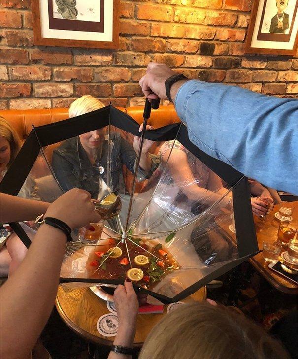 3. Коктейль в зонте блюдо, еда, идея, оригинальность, подача, ресторан, сервировка, странность