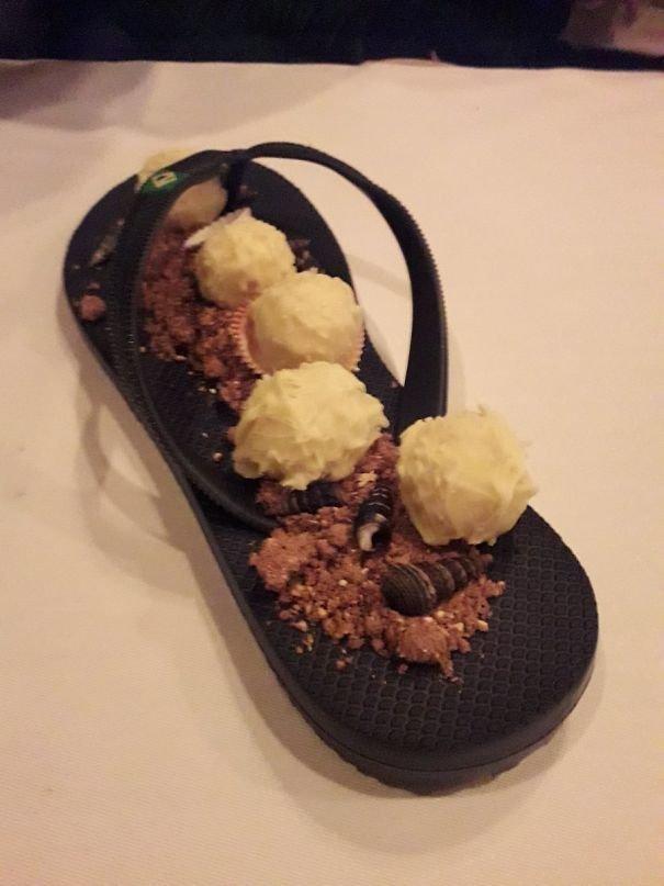 1. Десерт на шлепанце блюдо, еда, идея, оригинальность, подача, ресторан, сервировка, странность