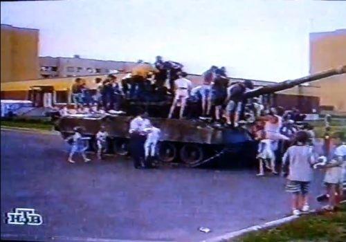 Как в 1998 году майор Беляев на танке выбивал себе зарплату major, беляев, зарплата, танк