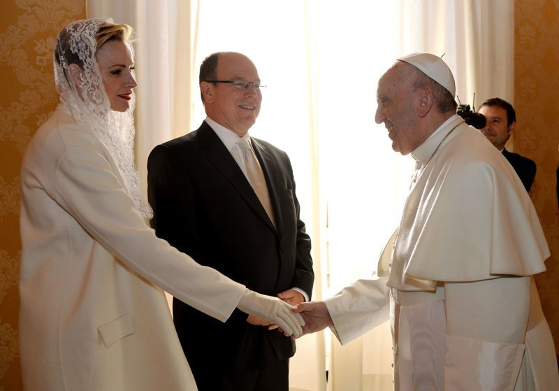 Почётное право носить белый наряд в присутствии Папы всегда имели только католические королевы и принцессы Королевы, европа, истории, монархия, папа римский