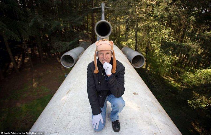 """В 2003 году пенсионер из США Брюс Кэмпбелл купил списанный самолёт Boeing 727-400, и сделал из него """"холостяцкое логово"""" жизнь в лесу, интересные люди, истории, люди, пенсионер, самолет, сша, фото"""