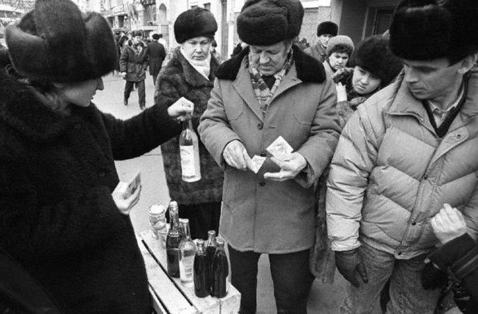 Барахолка на ул. Ленинской, Владивосток, 1993 90-е годы, СССР, жизнь, ностальгия, фото