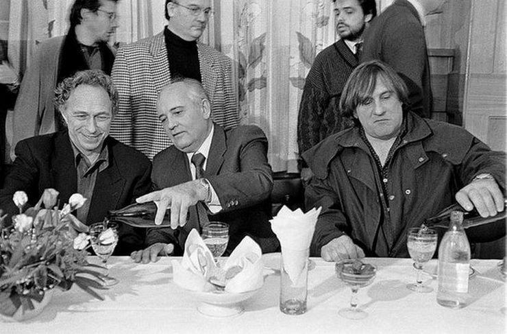 1993 год, М.Горбачов на банкете с Пьером Ришаром и Д.Депардье 90-е годы, СССР, жизнь, ностальгия, фото