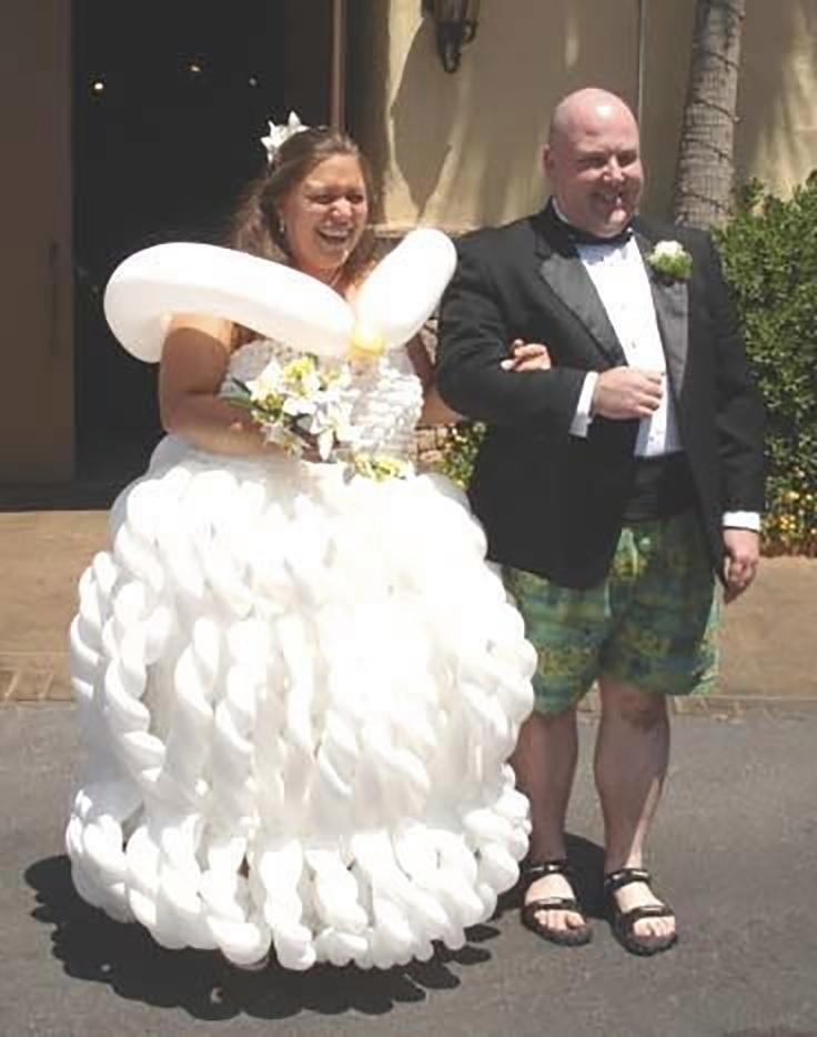 5. Здесь хороши оба  - и невеста, и жених Невеста креатив, наряд, невеста, нелепые, платье, свадебное платье, свадьба, странная одежда