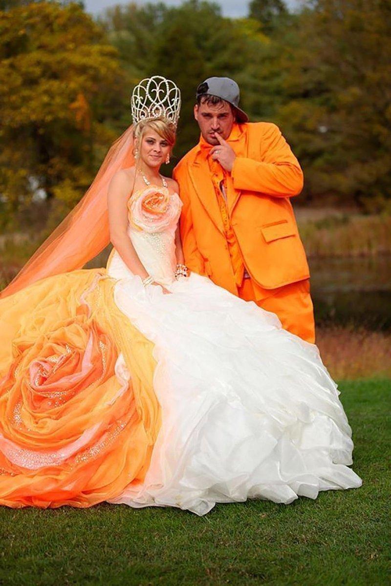 18. А это фанаты веселенького оранжевого цвета Невеста креатив, наряд, невеста, нелепые, платье, свадебное платье, свадьба, странная одежда