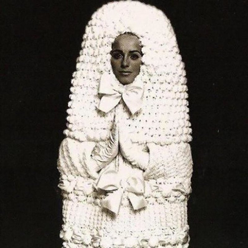 6. Фишка этого свадебного наряда - тепло и уют, которых так хочется достичь в браке Невеста креатив, наряд, невеста, нелепые, платье, свадебное платье, свадьба, странная одежда