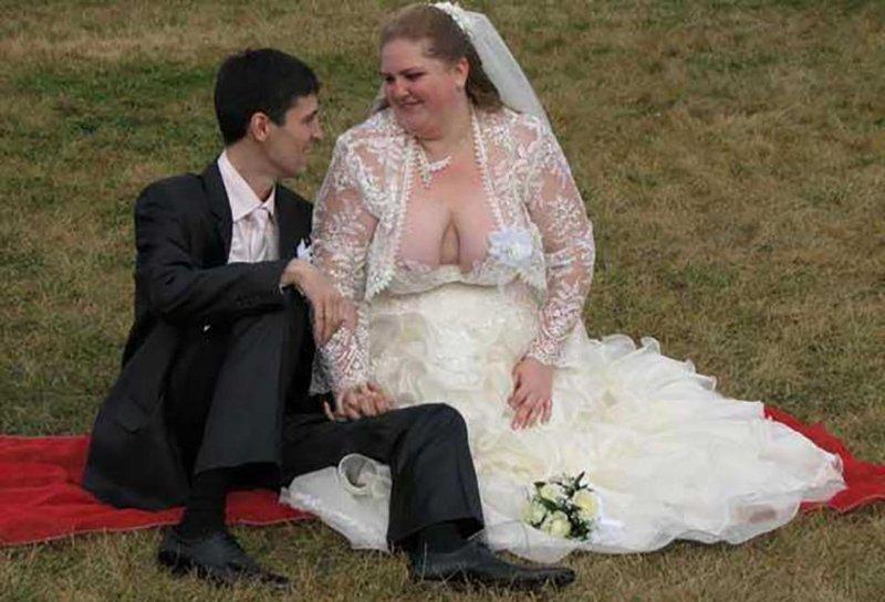 4. Мощное декольте! Невеста креатив, наряд, невеста, нелепые, платье, свадебное платье, свадьба, странная одежда