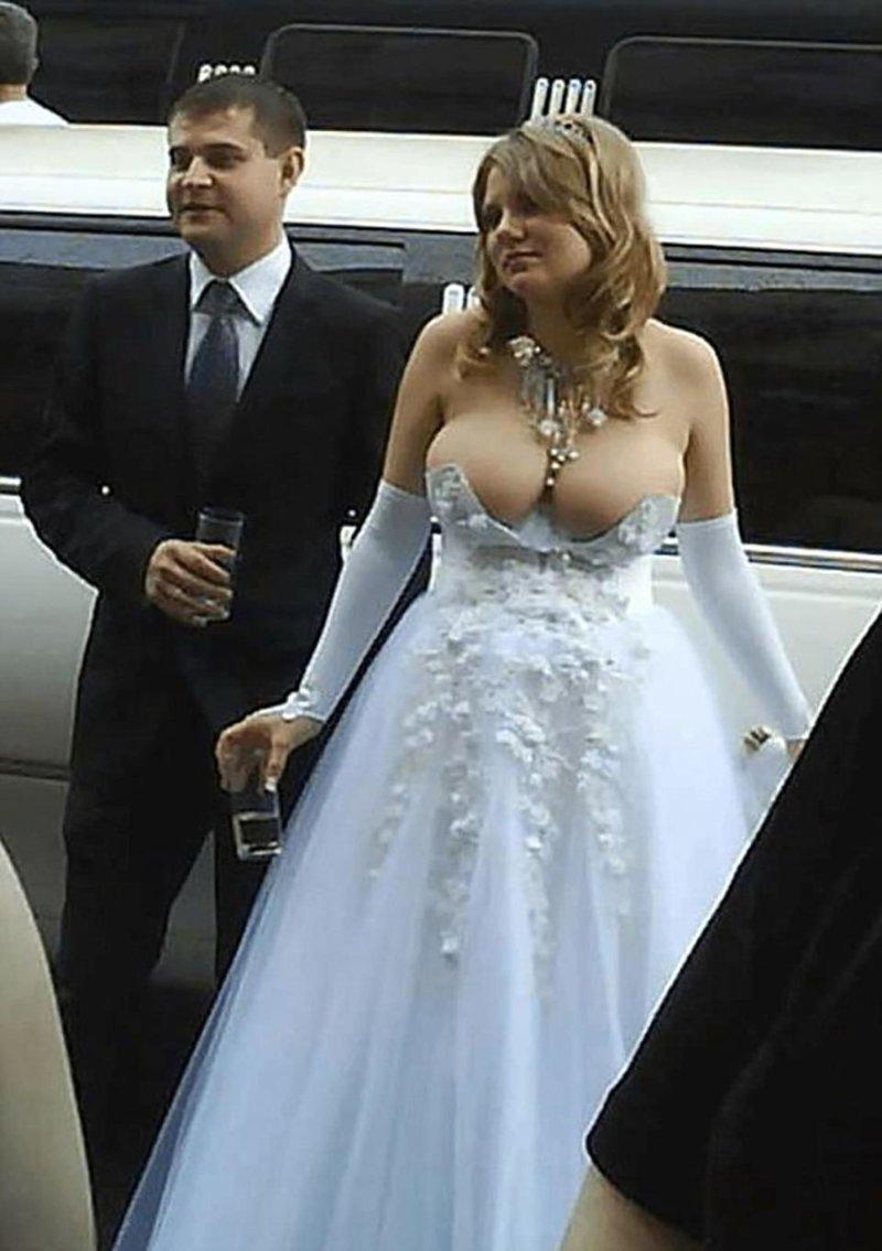 20. А вообще цвет не главное. Главное, чтобы костюмчик сидел Невеста креатив, наряд, невеста, нелепые, платье, свадебное платье, свадьба, странная одежда