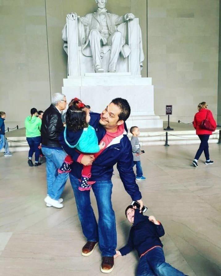 Наш папа сильный! И многозадачный дети, детишки и проблемы, детские неожиданности, забавно, затруднительное положение, нестандартная ситуация, отцы и дети, родители