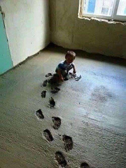 Ура! Наконец-то родители устроили дома песочницу! дети, детишки и проблемы, детские неожиданности, забавно, затруднительное положение, нестандартная ситуация, отцы и дети, родители