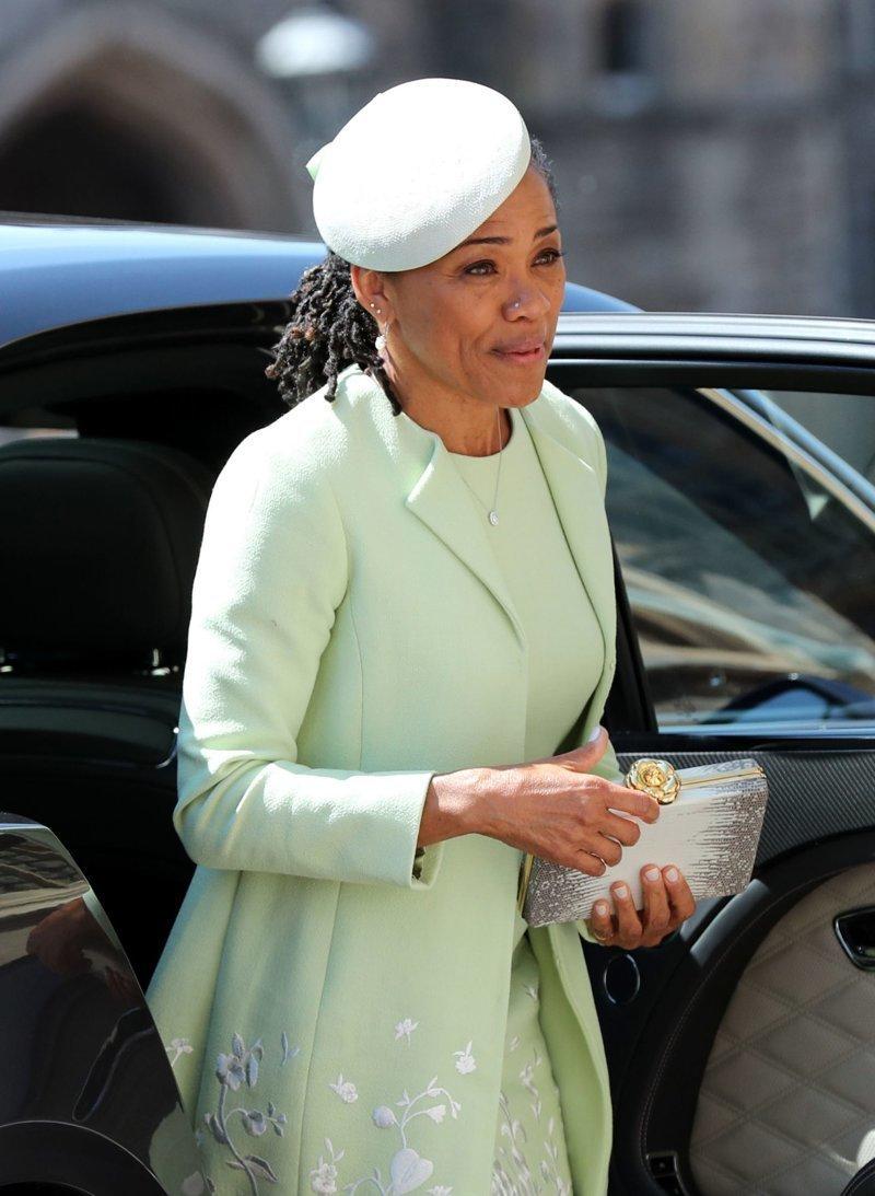 Мать Меган Маркл выбрала для торжества наряд от Oscar De La Renta Megan, великобритания, гарри, знаменитости, принцесса, свадьба, фотография