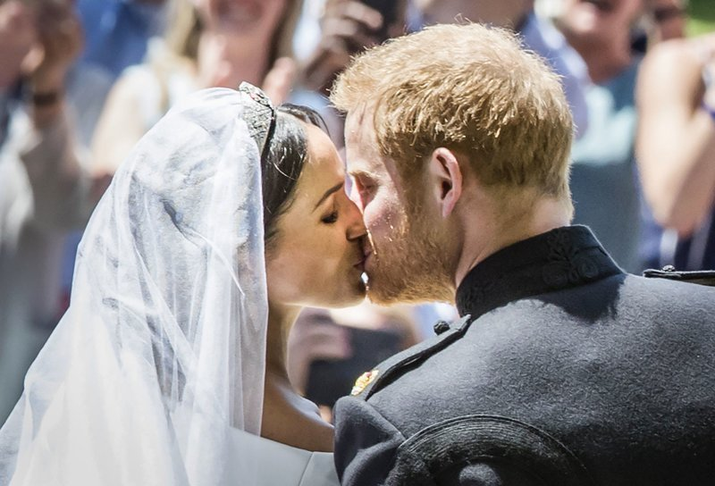 Поцелуй молодоженов  Megan, великобритания, гарри, знаменитости, принцесса, свадьба, фотография