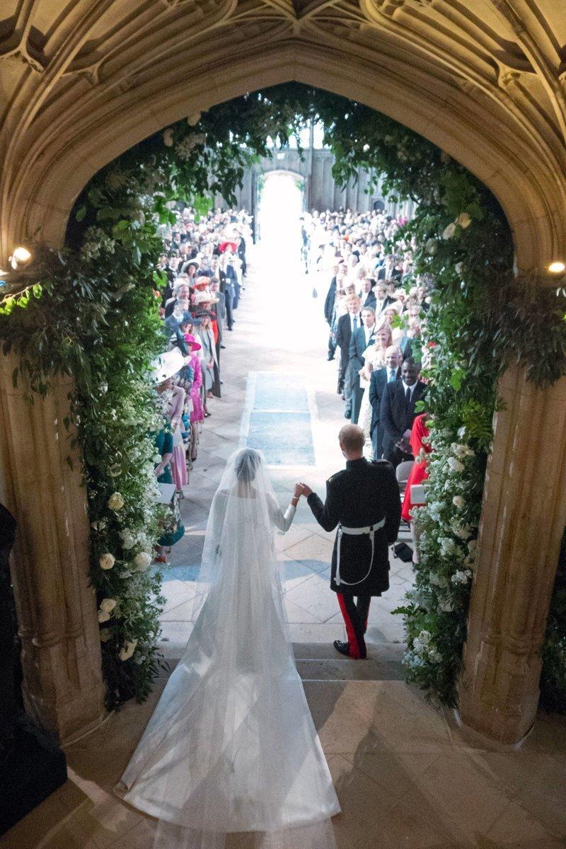 После венчания принц Гарри и Меган Маркл стали герцогом и герцогиней Сассекскими Megan, великобритания, гарри, знаменитости, принцесса, свадьба, фотография