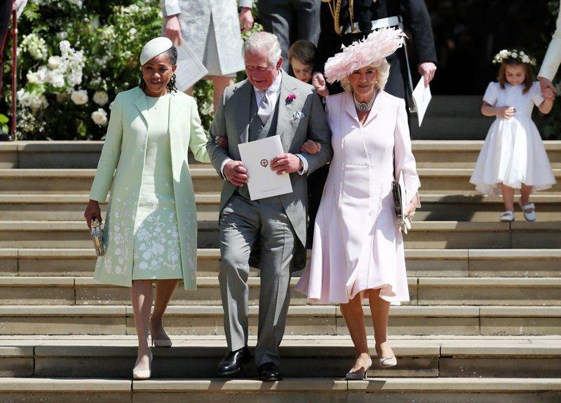 Мать Меган Маркл официально приняли в королевскую семью: Дориа Рагланд, принц Уэльский Чарльз и его супруга Камилла выходят из часовни Megan, великобритания, гарри, знаменитости, принцесса, свадьба, фотография