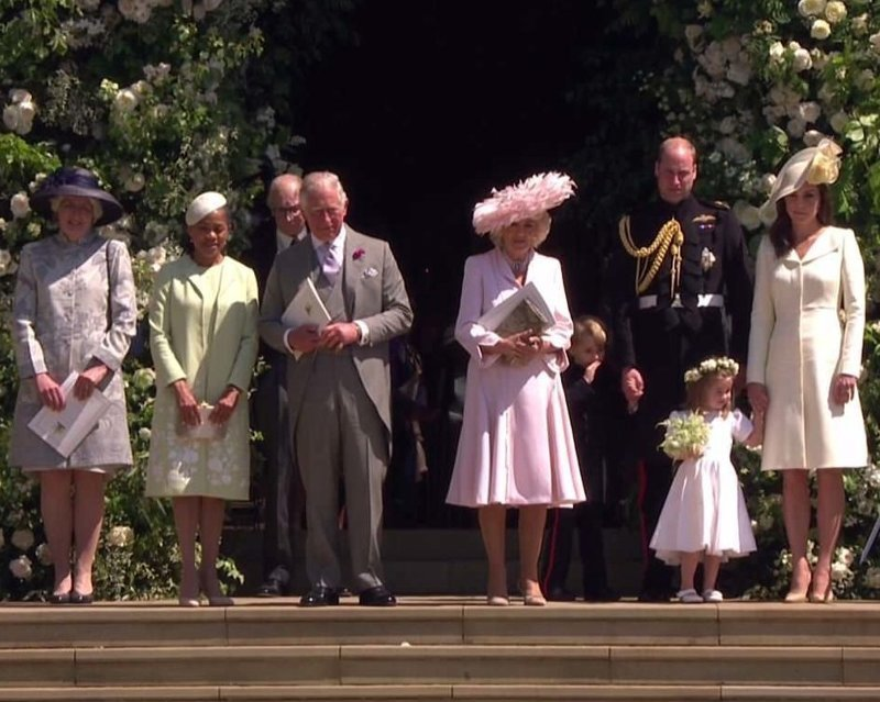 Джейн Феллоуз (страшая сестра Дианы, принцессы Уэльской), Дориа Рагланд, принц Чарльз, Камилла, Джордж, Уильям, Шарлотта и Кейт   Megan, великобритания, гарри, знаменитости, принцесса, свадьба, фотография