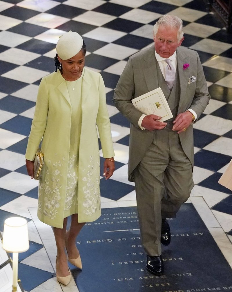 Дориа и принц Чарльз выходят из часовни Святого Георгия  Megan, великобритания, гарри, знаменитости, принцесса, свадьба, фотография