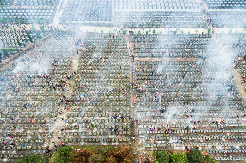 24. День праздника мертвых на кладбище города Фучжоу. китай, личное пространство, перенаселенность, повседневность, толпа, фото