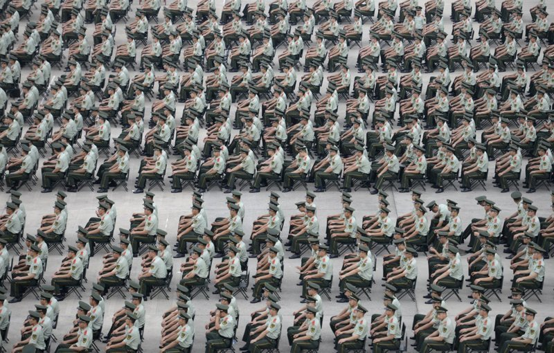 11. Учения военной полиции в Нанкине (провинция Цзянсу). китай, личное пространство, перенаселенность, повседневность, толпа, фото
