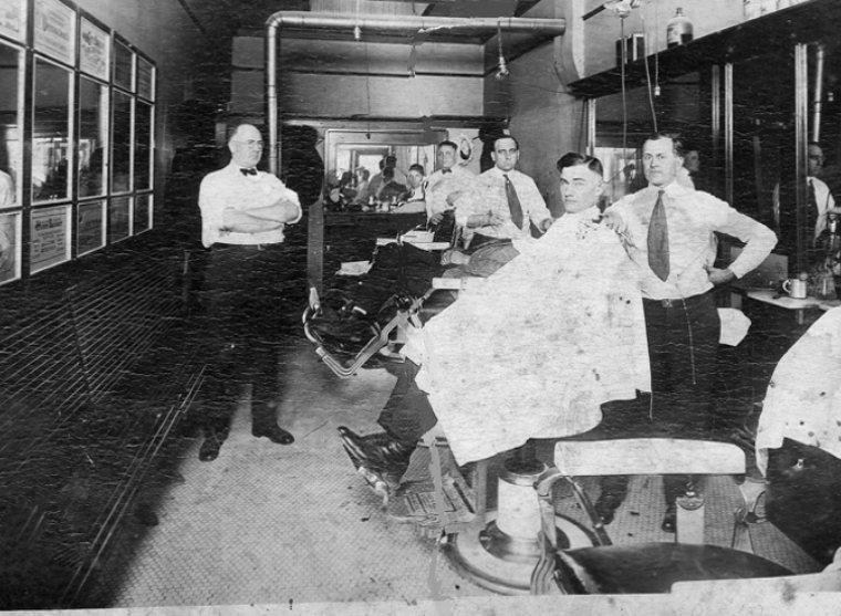 Парикмахерская в Алабаме, 1920-е годы истории, любопытно, люди и мир, новый взгляд, познавательно, репортажные снимки, фото, фотографии
