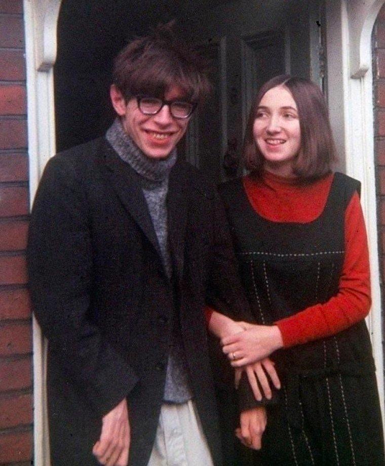 22-летний Стивен Хокинг со своей будущей женой, 1964 год. истории, любопытно, люди и мир, новый взгляд, познавательно, репортажные снимки, фото, фотографии