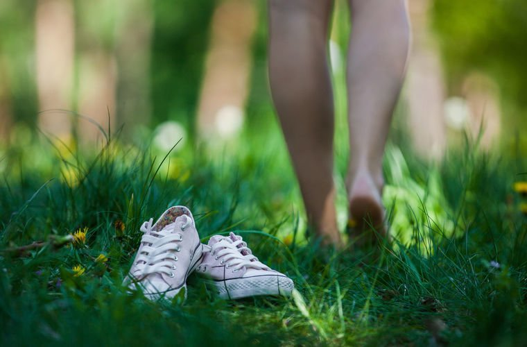 Ходить по траве босиком Австралии, в мире, закон, люди, порядок, правила