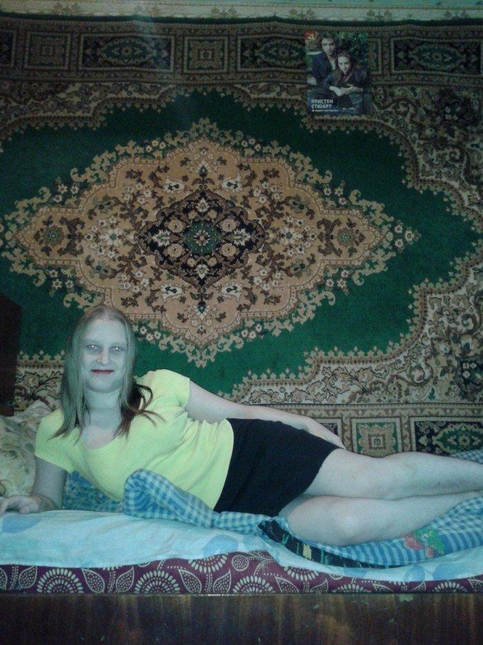 Тигрицы и ковры: cногшибательные дамы, намекающие на уют девушки, ковер, красота, мода, прикол, село, фотография, юмор