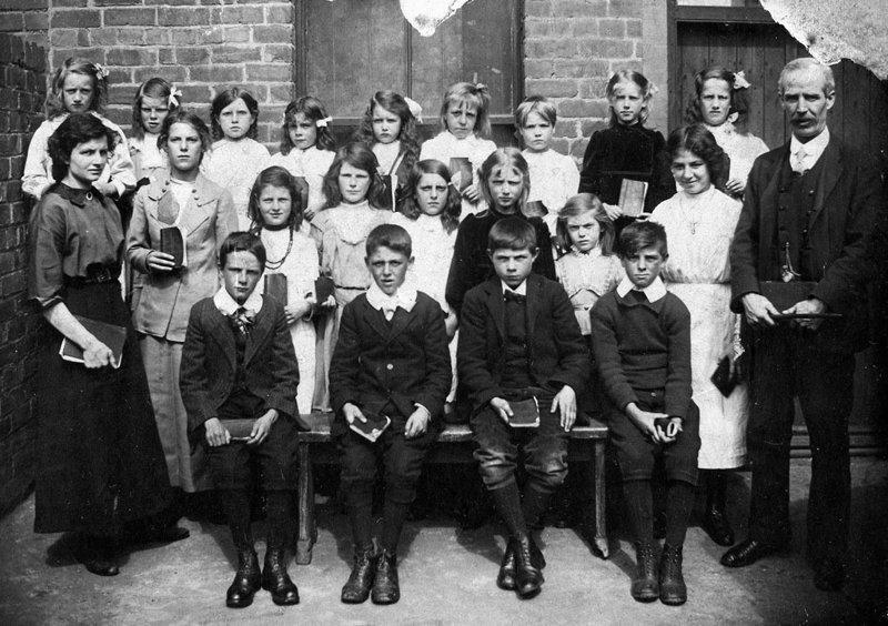 16. Учащиеся школы в Холивеле, Великобритания, 1910 год век, мир, прошлое, снимок, событие, странность, фотография