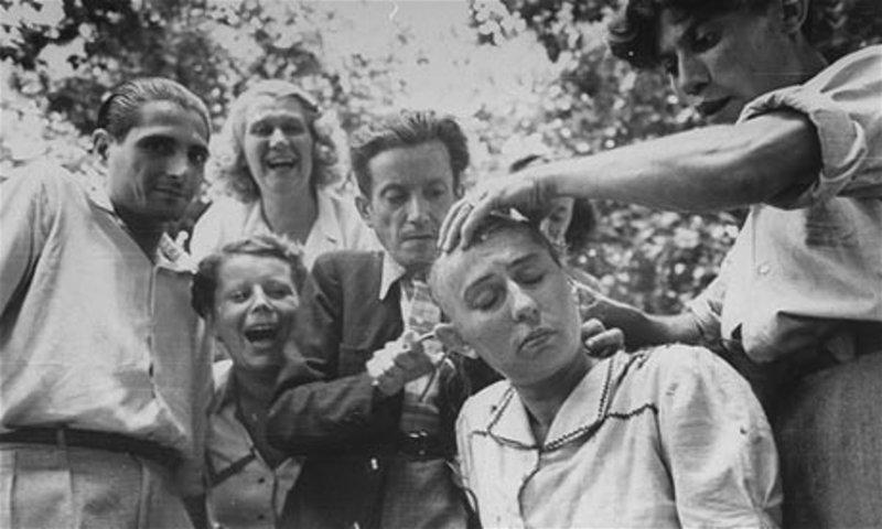 20. Женщине сбривают волосы за связь с нацистом, Марсель, Франция, 1944 год век, мир, прошлое, снимок, событие, странность, фотография