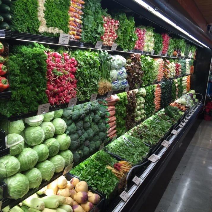 Выкладкой товаров в этой овощной лавке занимается чертов гений! аппетитно, блюда, вкусно, как снимать еду, продукты, слюнки текут, фото, фотографии еды