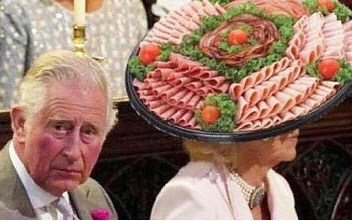 Странноватая шляпка Камиллы Паркер Боулз, супруги принца Чарльза, стала предметом бесчисленных фотожаб Меган Маркл, забавно, королевская свадьба, приколы, принц гарри, свадебный юмор, смешно, юмор