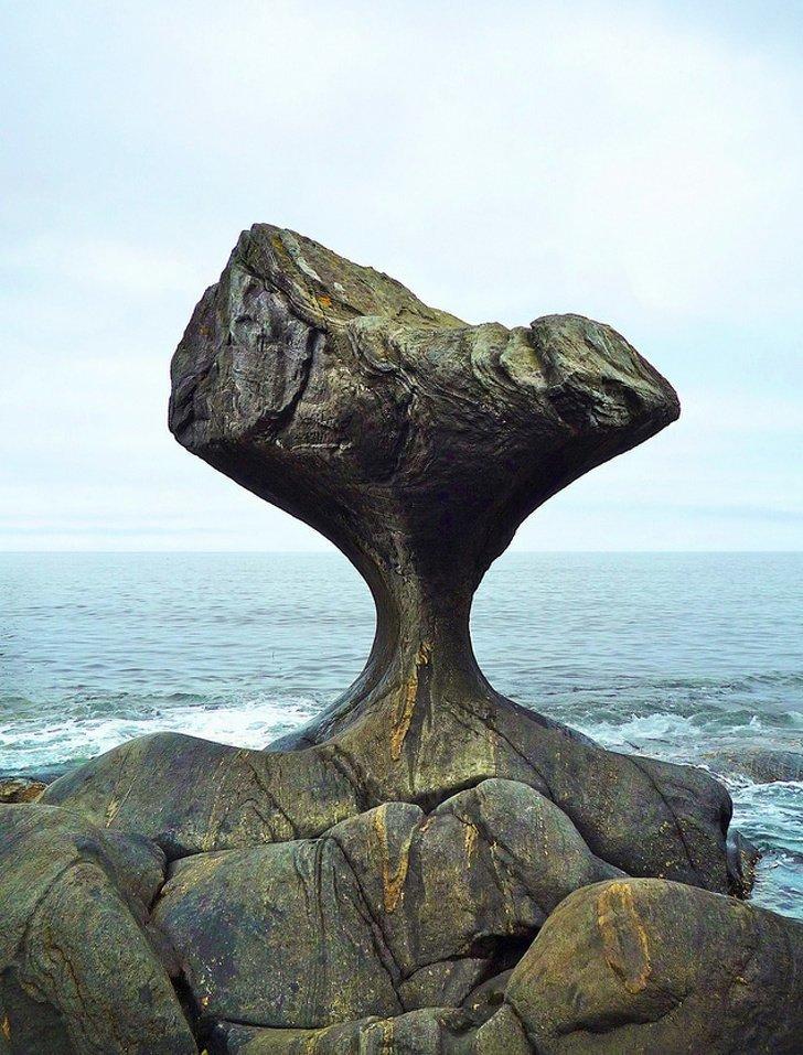 7. Это образование из камня легко можно принять за какое-то мистическое создание. Канненштайнен Рок, Норвегия без фотошопа, вы не поверите, места, природа, реальность, удивительные, чудеса