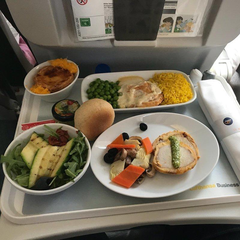 """6. Еда бизнес-класса перевозщика """"Lufthansa"""" из Германии авиакомпании, еда на борту, отпуск, питание в самолете, поездка, рейс, фото"""