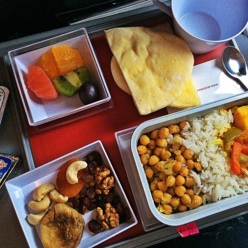 """15. """"Air Astana"""" - еще одна авиакомпания, которая учитывает вкусы пассажиров авиакомпании, еда на борту, отпуск, питание в самолете, поездка, рейс, фото"""