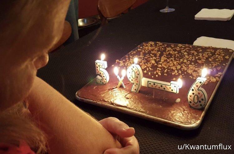 «Когда есть свечи, но нет нужных для торта в честь 39 дня рождения жены» архив, кадр, прикол, семейное фото, семья, фото, юмор