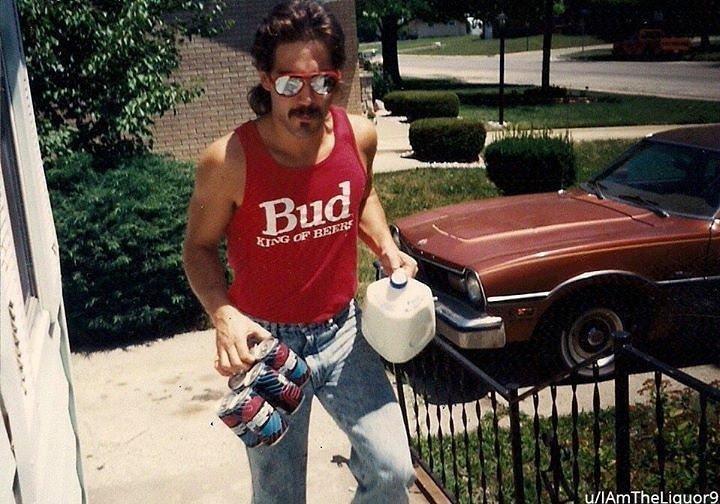 «Мой отчим уверен, что он был самым крутым парнем в 80-х» архив, кадр, прикол, семейное фото, семья, фото, юмор